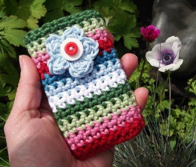 Garden Flower Crocheted Mobile Phone Pocket |freebie. Thanks so for share xox
