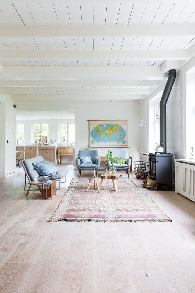 25 beste idee n over retro zitkamer op pinterest schoonheidssalon decor vintage salon en - Decoratie murale ontwerp salon ...