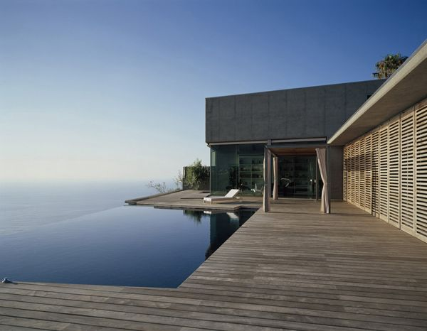 Monolithic concrete and glass house on a cliff edge