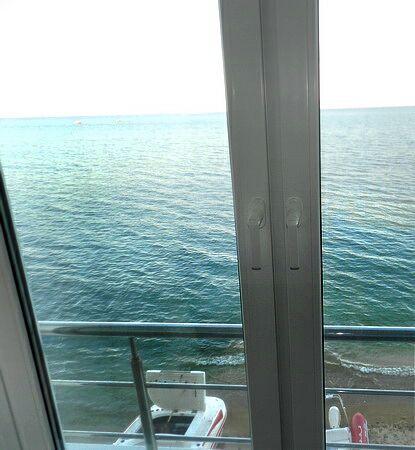 № 005. Феодосия эллинг номера однокомнатные  люксы на 2 человека с кухней, на берегу моря, имеет свой пляж.