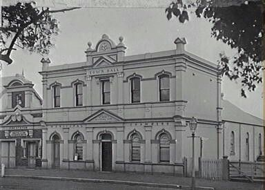 Campbelltown Town Hall of yesteryears.A♥W