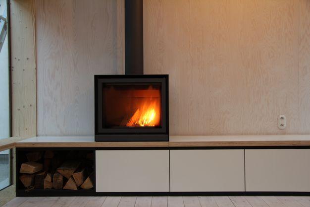 Opbergkast onder open haard // PAD Meubelatelier, keukens, badkamer, maatmeubilair, meubilair op maat, renovatie, totaalinrichting
