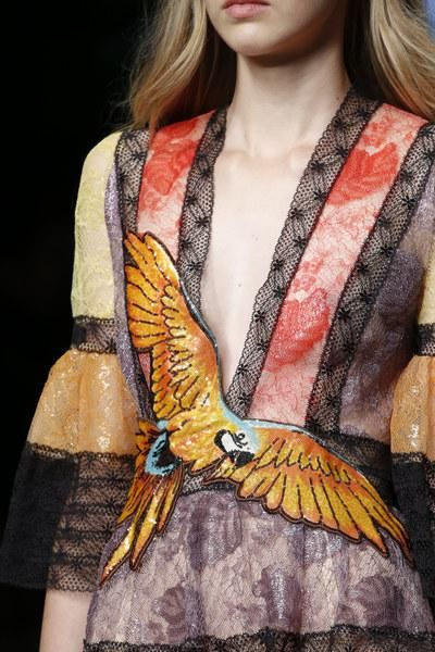 A detailed look at Gucci Spring 2016 #ss16…