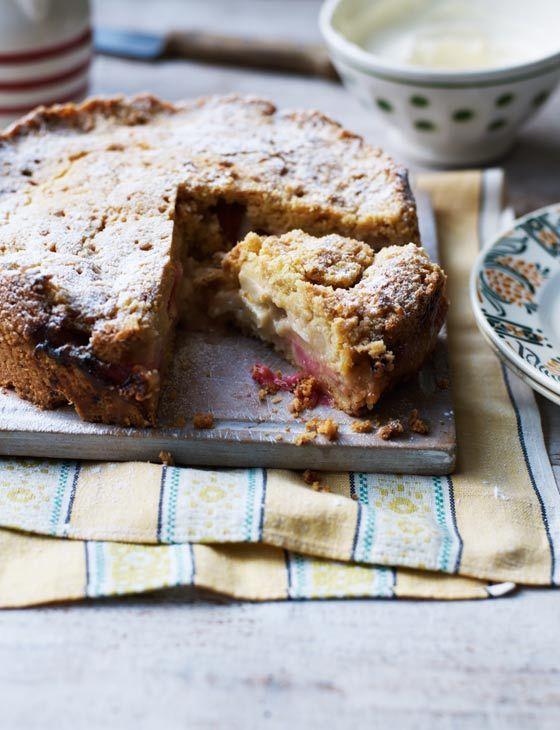 Deep rhubarb streusel cake