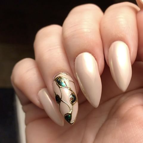 Just a short video of my previous mani showing the Social Claws O-pal pigments and flakes in action. #opalnails #nailsofinstagram #socialclaws #nailporn #awesome