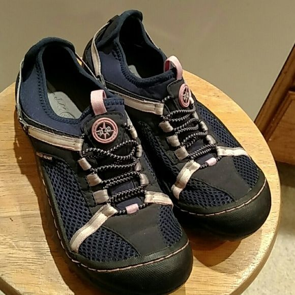 J41 hiking water shoes Navy blue water ready, breathable shoes with Jeep engineered traction shoes. Excellent condition. J41 Shoes Athletic Shoes