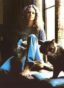 LOVE THIS pic of Carole King and her Cat ! Love her hair, the jeans, the sweater...once again, 70's is my style I guess. ; )