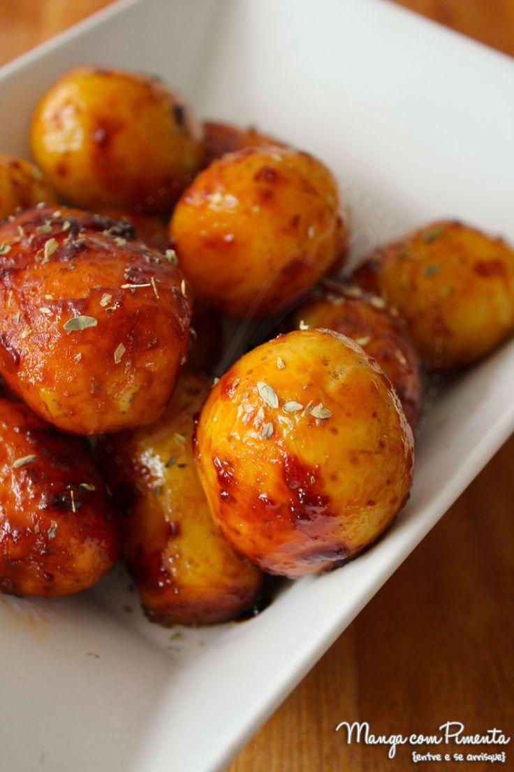 Essas Batatas Carameladas são perfeitas para acompanhar seu assado. Clique aqui e confira a receita no blog Manga com Pimenta.