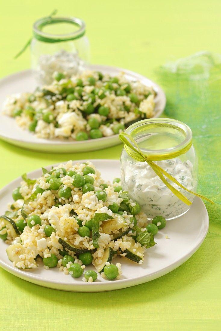 Zucchini-Erbsen-Couscoussalat mit Fetakäse | http://eatsmarter.de/rezepte/zucchini-erbsen-couscoussalat-mit-fetakaese