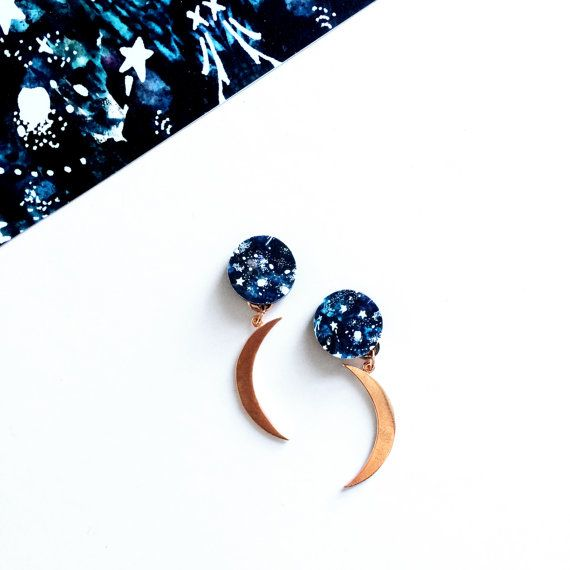 Gorgeous & contemporary moon drop earrings Made using hand cut textured rose gold plated crescent moons combined with a striking star / galaxy patterned circle ▲ DETAILS ▲  These moon earrings measure 5cm long and the circles that sit on the ear are 1.5m Silver plated stud back  Made from wood & plated rose gold  ▲ CARE ▲  All of our jewellery is sealed with varnish, but please avoid direct contact with water, creams & perfumes   ▲ PACKAGING ▲  All our jewellery will come presented in a…