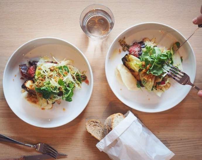 Rosi Zuerich Ja, mei, s'is boid wieder Middog!  Und wir wissen auch schon, wo wir in Zürich lunchen gehen. 26.50 Franken für ein Mittagessen auf Spitzenniveau - inklusive Brot, Wasser und Kaffee. Wahrscheinlich nicht mehr lange ein Geheimtipp 😉 ⏩ https://wp.me/p5PimP-3kF  #Harrysding #Zürich #Zürichgehtaus #DasischZüri #ZüriTipp #VisitZurich #RestaurantZurich #LunchZurich #MittagessenZürich #Kreis4 #Lochergut