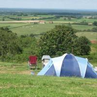 Kleine camping Château de Satenot met uitzicht over dal van de Loire, Frankrijk. Nederlandse eigenaren. #camping #frankrijk #loire