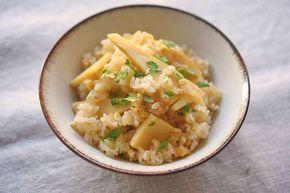 いちばん丁寧な和食レシピサイト、白ごはん.comの「たけのこご飯の作り方」を紹介する和食レシピページです。たけのこご飯は、春に一度は食べたい炊き込みご飯。手軽に水煮のたけのこでもいいのですが、生のたけのこを家であく抜きしたもので作るとまた格別です(食べるたびに感動を覚えるくらい!)。写真付きで詳しく紹介していますので、ぜひお試しを!
