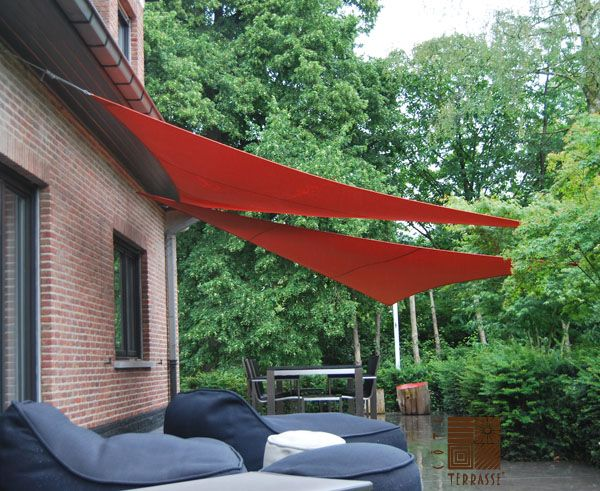 2 Voiles D Ombrage Triangulaires Croisees A Uccle Pose Realisee Par Cote Terrasse Voile Ombrage Terrasse Leroy Merlin Ombrage