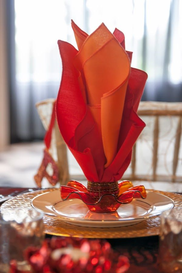 Catching fire napkin folding wedding and banquet