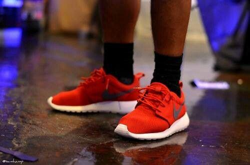 nike red black  shoks