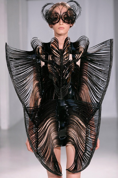 Iris Van Harpen manipulate technology to test the limits of fashion
