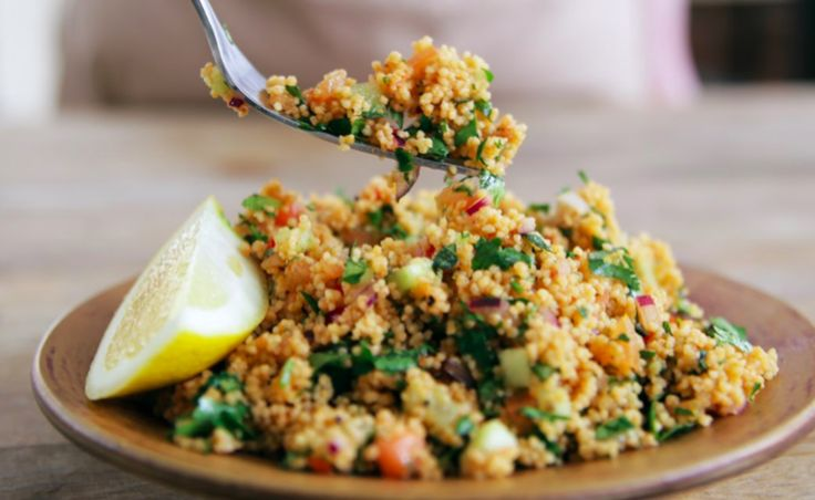 Deze licht pittige en slanke couscous à la Jamie Oliver vindt echt iedereen lekker!