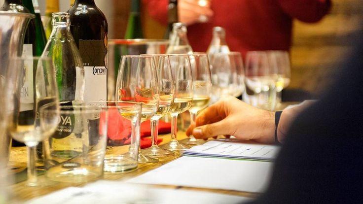 Una guía para amantes del vino con los bares, catas y vinotecas, las tiendas y las bodegas que merecen una visita sin salir de la capital. ¡Madrid es tierra de vinos!