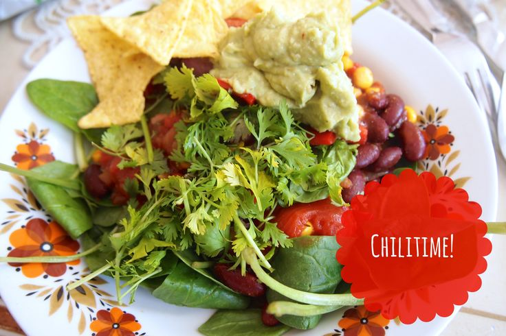 Vegan fastfood: Mexican chili met verse guacemole