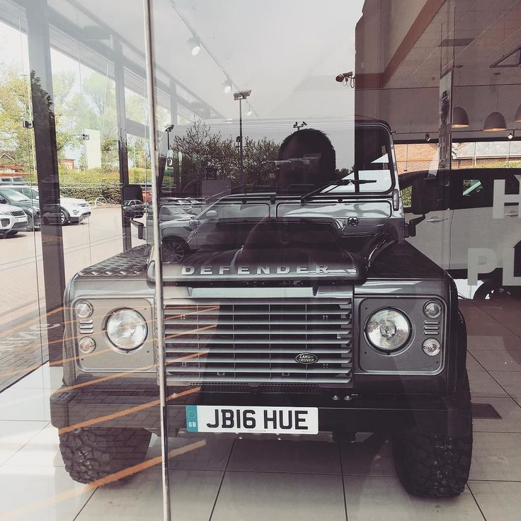 Had the pleasure of handing over the last new defender out of the showroom today! #defender #icon #landroverdefender #landroverphotoalbum by barton.chris Had the pleasure of handing over the last new defender out of the showroom today! #defender #icon #landroverdefender #landroverphotoalbum