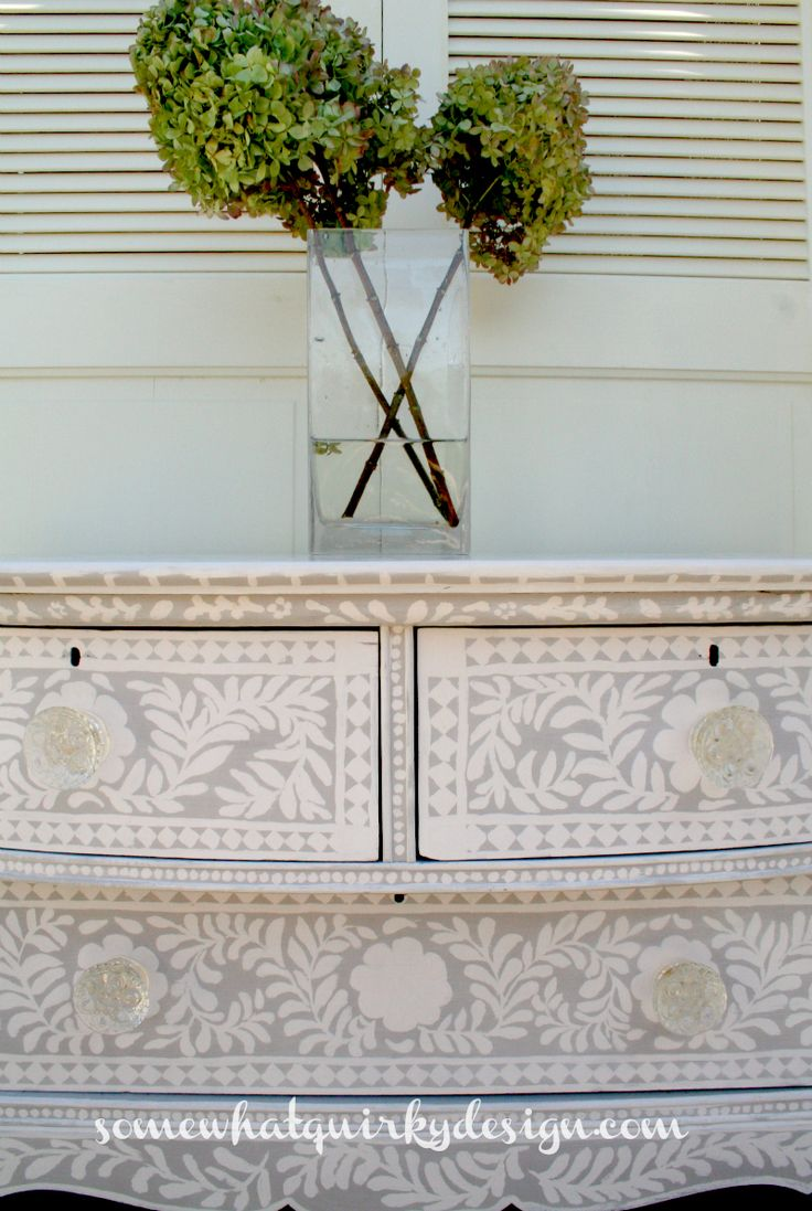 Somewhat Quirky: Painted Inlay Dresser - great photos and narrative plus an amazing end result! :-) #fleamarket #upcycled #dressers #chalkpaint
