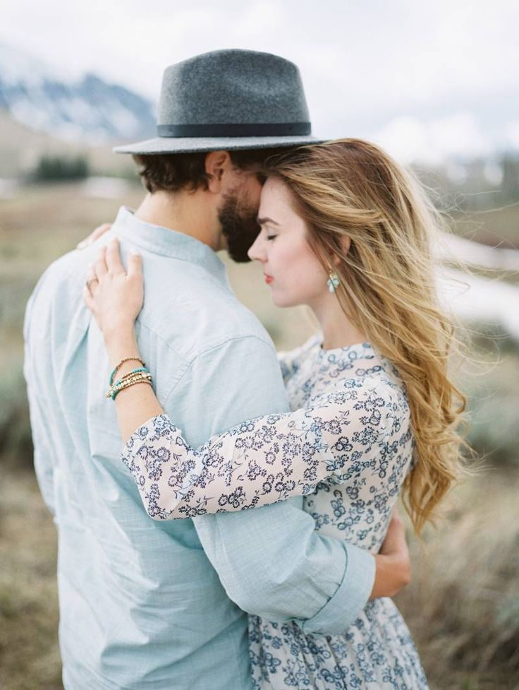 A gorgeous anniversary photo shoot by Laura Nelson Photography in the mountains of Colorado
