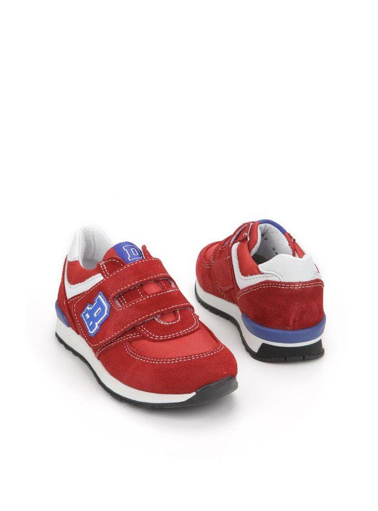 Develab sneaker  Description: Rode sneakers van Develab met een klittenband sluiting. Deze jongensschoenen zijn grotendeels gemaakt van leer en hebben een kunststof zool.  Price: 42.49  Meer informatie