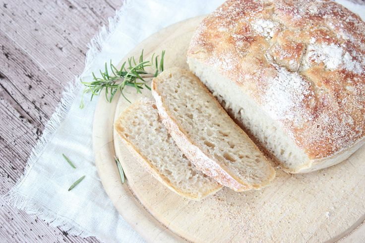 Selbstgebackenes Brot mit Avocadocreme, homemade bread, Brot. Lecker, yummi, Brotlaibe,backen, bake
