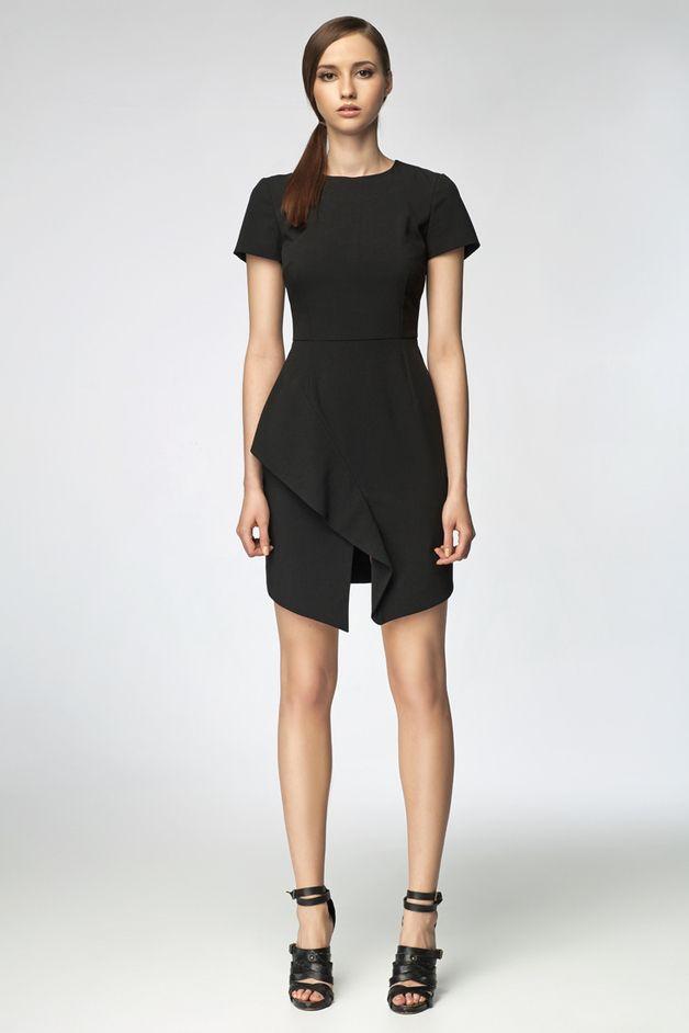 Abiti al ginocchio - MISEBLA czarna sukienka z zakładaną falbaną SU0020 - un prodotto unico di MISEBLA su DaWanda