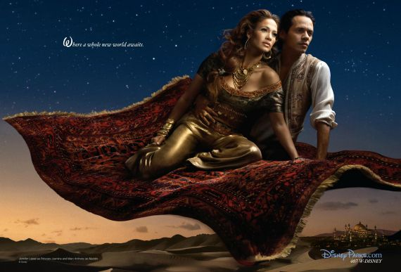 Baśniowe interpretacje Annie Leibovitz, czyli gwiazdorska zabawa w Disney'a!  Jennifer Lopez jako księżniczka Jasmine i Marc Anthony jako Aladdin  Więcej na Moda Cafe!