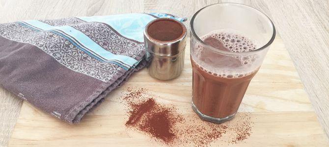 Warme chocolademelk zit vol met suiker. Maar deze variant niet. Van dit recept kan je zorgeloos genieten van een gezonde warme chocolademelk.