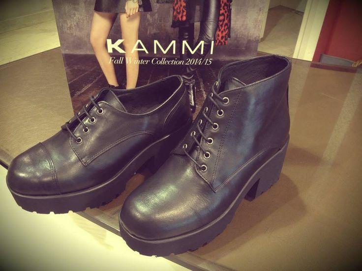 La collezione autunno inverno di Kammi Calzature è TOTALBLACK #totalblack #scarpe #scarpedonna #biker #tronchetti #stringate #zeppe #nere