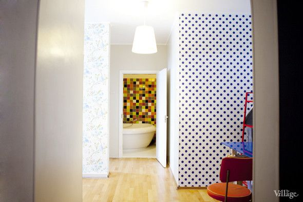 dotted wallpaper - love it
