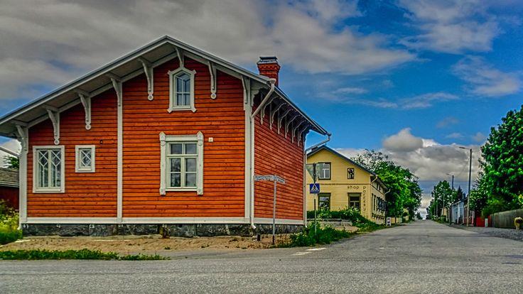 Kaskinen on Suomen kaupunki, joka sijaitsee Pohjanmaan maakunnan länsirannikolla, Kaskisen saarella. Kaskinen on väkiluvultaan Suomen pienin kaupunki  Kaskinen (Swedish: Kaskö) is a town and municipality of Finland. It is located in the province of Western Finland and is part of the Ostrobothnia region. The population of Kaskinen is 1,301 (31 March 2016 Kaskinen is Finland's smallest town