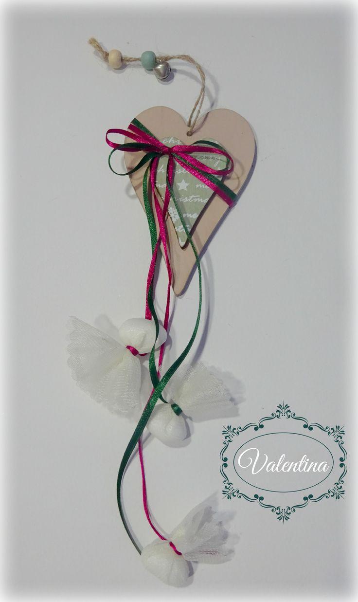 Κρεμαστή Ξύλινη-Καρδούλα Christmas με Μπορντό και Κυπαρισσί κορδέλες!