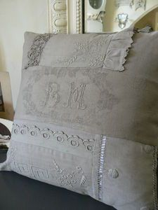 Love the neutral tones and textures of this pillow!  BET STILL MY HEART!