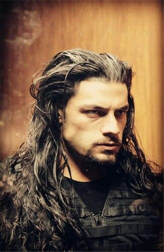 Roman Reigns look a lot like Jason Momoa in this pic.
