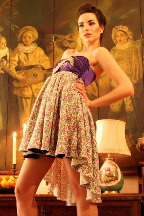 Dress in three pieces; purple bustier in silk with reversible skirt in cotton and black silk. Details in mosaic. Designer: Intidhar Saleh Photografer: Laura Nardelli Make up and hair: Manuela Mellio Model: Sara Walsh Fasano
