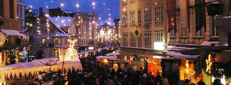 Weihnachtsmarkt   Einsiedler (Besinnlich - das ganze Dorf Einsiedeln ist festlich dekoriert. Besuch frühzeitig planen da 29.11-8.12!)