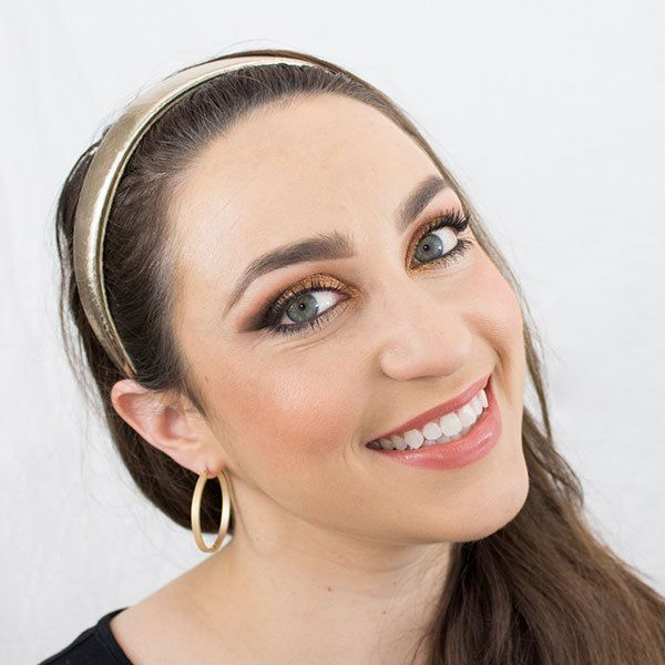 Have romantic plans for this weekend? Spice things up with this sultry summer makeup look, perfect for an evening out. - DivineCaroline.com