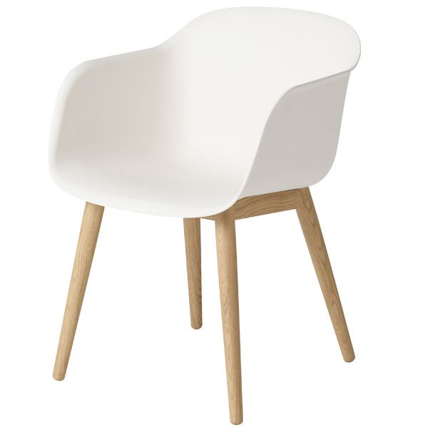 The pleasant Fiber chair by Muuto is made from an innovative composite material consisting of plastic and wood fibers. From further away Fiber looks like a smooth plastic chair, but a closer look reveals the beautiful wood fibers in the surface of the shell material.