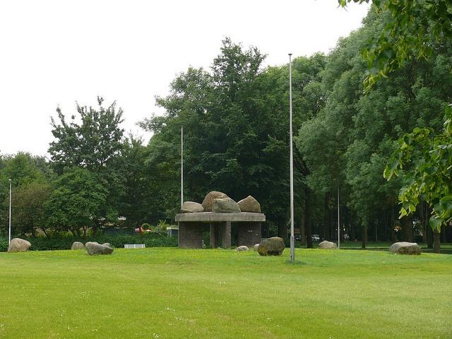 Nagele monument op de dorpsweide (by Herman Verheij, via Flickr)