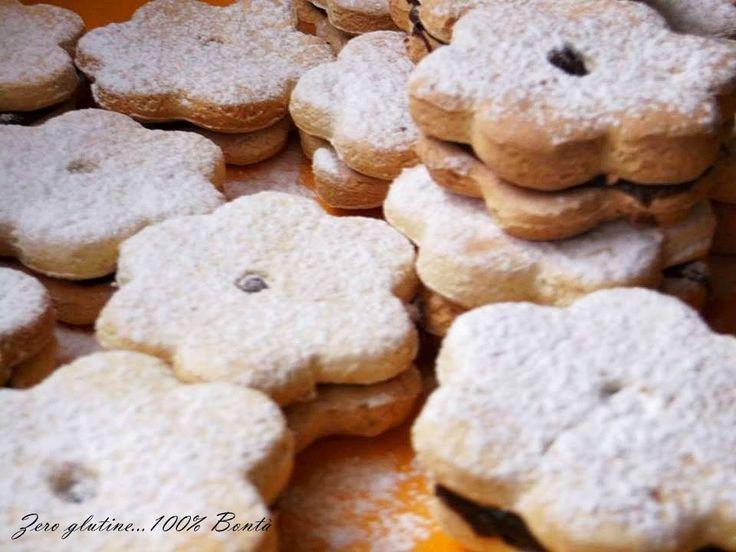 Biscotti allo yogurt senza glutine,facilissimi da preparare. La Frolla allo yogurt ,rende questi biscotti,friabili e profumati.