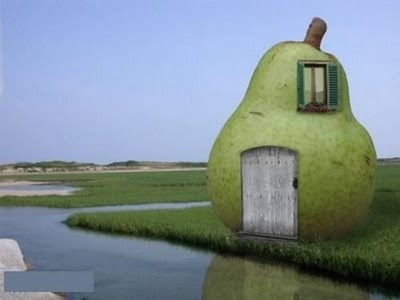 pear house♥  It looks more like a painting than the real thing though, but still cute...