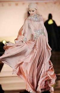 this jalabiya (arabic style dress) is amazing <3