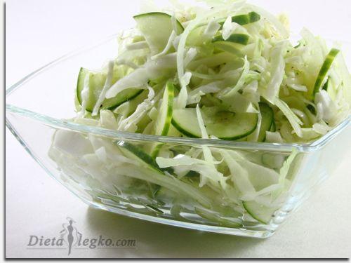 Диетический рецепт салата из молодой капусты с огурцами