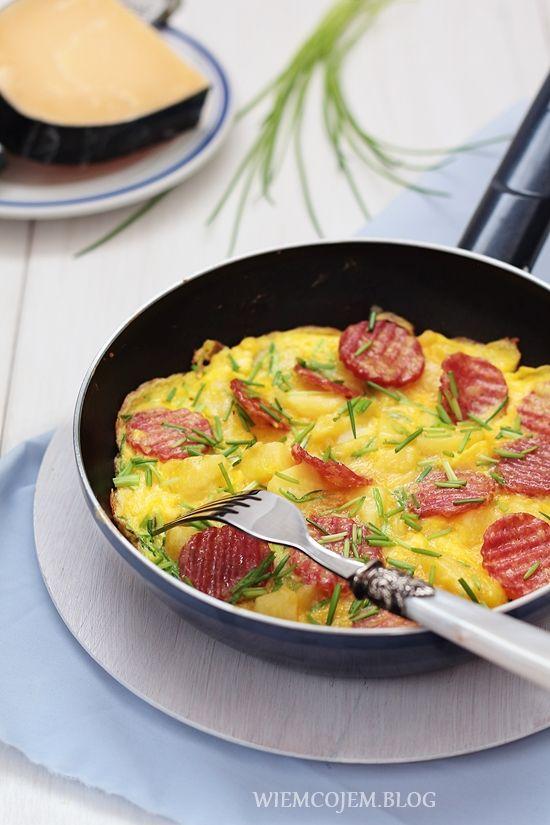 Wiem co jem: Omlet z ziemniakami, salami i szczypiorkiem
