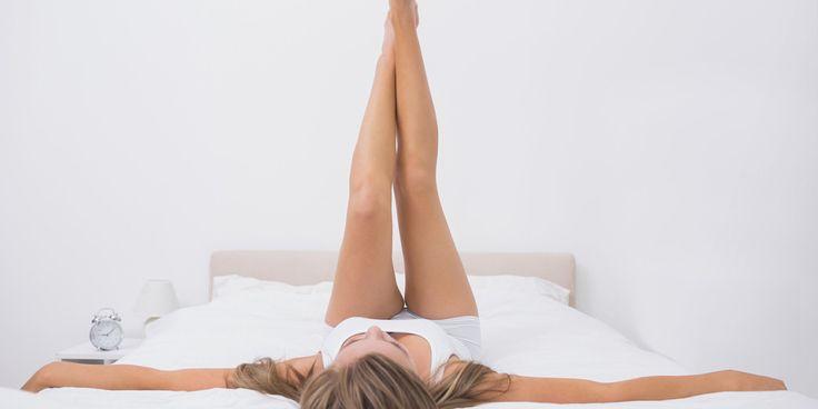 Se non ha voglia di alzarti da letto, ecco tanti esercizi di fitness perfetti per tonificarti e bruciare calorie che possono essere eseguiti anche restandotene comoda sul materasso!