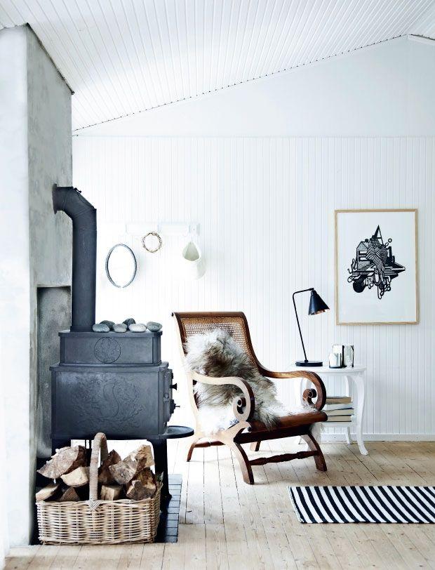 Stoer interieur en toch knus en gezellig! Landelijk stoere fauteuil & kachel